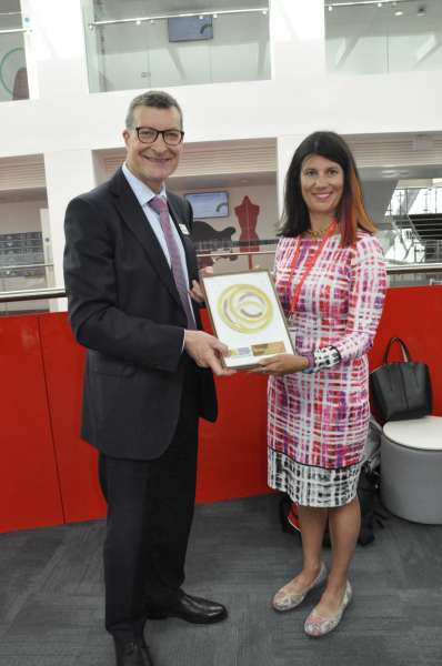 Lucy-Findlay-presenting-Prof-Graham-Baldwin-with-the-Social-Enterprise-Gold-Mark