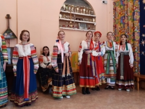Students at the Lel folklore school in Novosibirsk